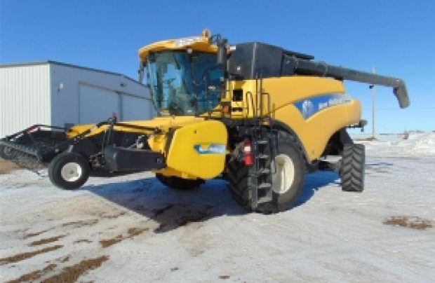 2011 New Holland Combine CR9060